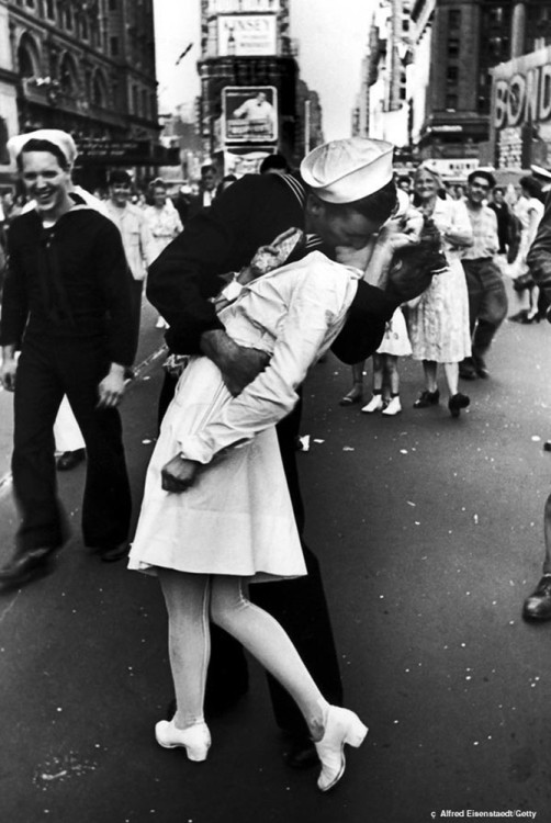 Alfred Eisenstaedt Times Square kiss